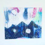 maleri i blaa og hvid og neon