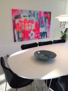 dette moderne maleri er meget farverigt og perfekt til det moderne hjem.