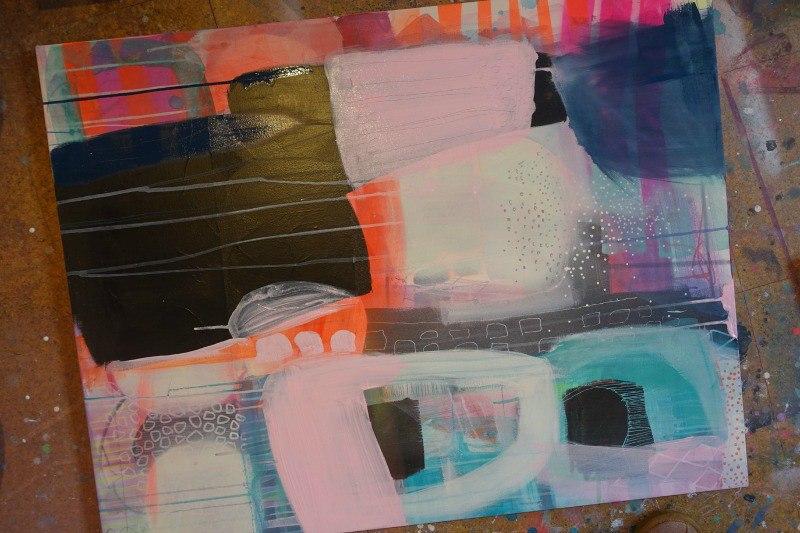 Et farverigt maleri i process