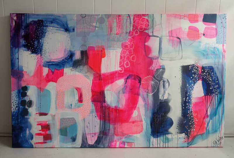 Liggende maleri med neonfarver