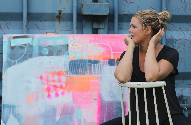 På Mettes Maleskole lærer kunstner Mette Lindberg andre at male.