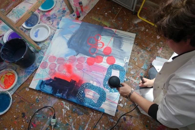 Elev til undervisning i maleri hos kunstner Mette lindberg