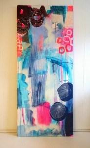 Stående maleri i lyse farver